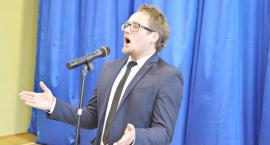 Daniel Grzybowski - lubiany nauczyciel muzyki zachwyca tenorem [MĘŻCZYZNA Z KLASĄ]