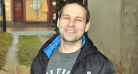 Maciej Chareński dba o to by bezdomni meli gdzie się podziać w czasie mrozów. Uspokajają go rybki [SYLWETKA]