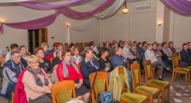 Gminna Biblioteka Publiczna w Drzycimiu prowadzi nabór osób chętnych, które chcą przystąpić do Uniwersytetu Trzeciego Wieku