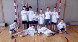 Dziewczęta z SP nr 1 Świecie i chłopcy  z SP Gruczna grają najlepiej w gminie w szczypiorniaka