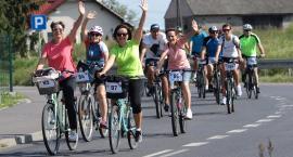 Mnóstwo kolorowych rowerzystów na trasie 28-kilometrowego rajdu  [ZDJĘCIA]