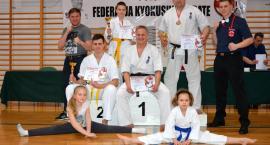 Trzy brązowe medale świeckich karateków