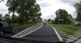 Brawurowa jazda w Zbrachlinie. Ten kierowca BMW straci prawo jazdy [WIDEO]