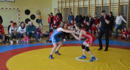 Pięć razy złoto w mistrzostwach okręgu zapaśników