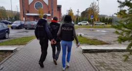 PILNE: Policjanci zatrzymali mężczyznę, który w Świeciu wyłudzał pieniądze metodą na wnuczka