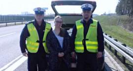 W Warlubiu na autostradzie za alfą zatrzymał się policyjny radiowóz. Kobieta potrzebowała pomocy