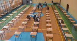 Egzaminy gimnazjalne dziś i jutro. Sprawdzamy co z językami