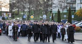Droga krzyżowa w Świeciu. Tłumy wiernych przeszły ulicami miasta [DUŻO ZDJĘĆ]