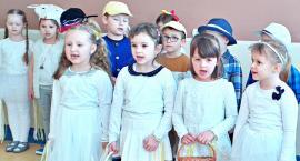 Dzieci z przedszkola nr 6 Bajka postanowiły umilić święta mieszkańcom Domu Pomocy Społecznej [ZDJĘCIA]