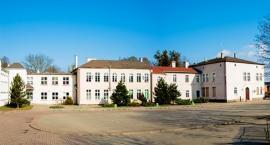 Będzie zmiana na dyrektorskich stołkach w gminie Świecie. W których szkołach trwają poszukiwania?