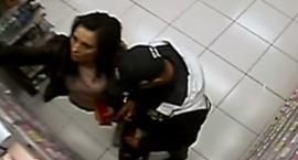 Kradzież w Rossmanie w Świeciu. Policja szuka sprawców. Rozpoznajecie ich?