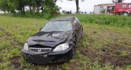Samochód dachował. Co było przyczyną zdarzenia? [ZDJĘCIA]