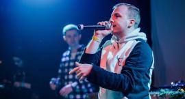 Jakub Bednarski to raper znany również jako Blady. Jego utwór dobija do 800 tys. odsłon