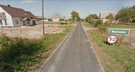 Droga wymaga pilnego remontu. Problemem są też drzewa, których korzenie rozsadzają nawierzchnię