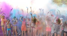 Holi Festival 2019 Świecie - Deczno. Jest kolorowo! Zabawa trwa w najlepsze [ZDJĘCIA]