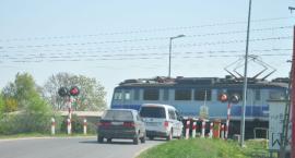Wypadek samochodu osobowego z pociągiem. Jedna osoba nie żyje!