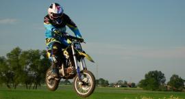 Kacper już błyszczy na motocrossowych torach. Wrócił do startów w zawodach po poważnej kontuzji