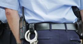 19-latek miał narkotyki w saszetce. Policjanci przeszukali go na ulicy