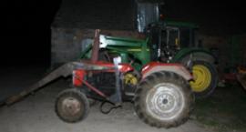 Pijany traktorzysta wyrzucił pasażera. 53-latek trafił do szpitala