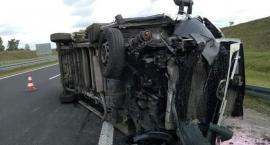 Samochód przewrócił się na autostradzie. Na szczęście nikt nie ucierpiał