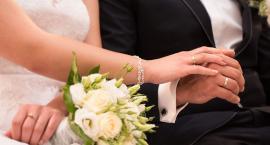 Przygotowania do ślubu-gdzie w Świeciu kupić: pierścionek zaręczynowy, obrączki, biustonosz, suknię?