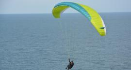 Paralotniarz rozbił się w Nowych Marzach. Trafił do szpitala