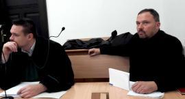 Adam Knapik oskarżony o znęcanie się nad żoną. Czy mama broniła go w sądzie?
