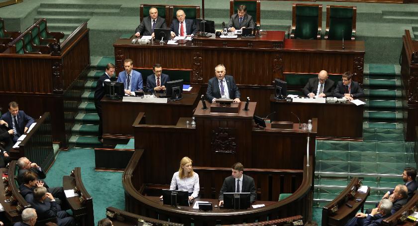Polityka, Poseł Nitras napina - zdjęcie, fotografia