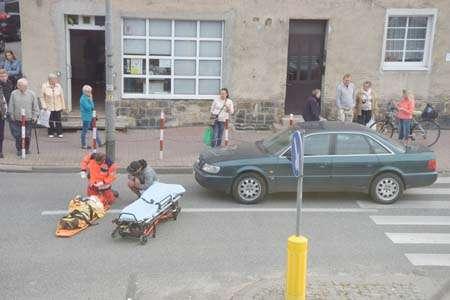 Wypadki, Piesza kołami - zdjęcie, fotografia