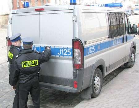 Poszukiwani, Aresztowano nyskich policjantów - zdjęcie, fotografia