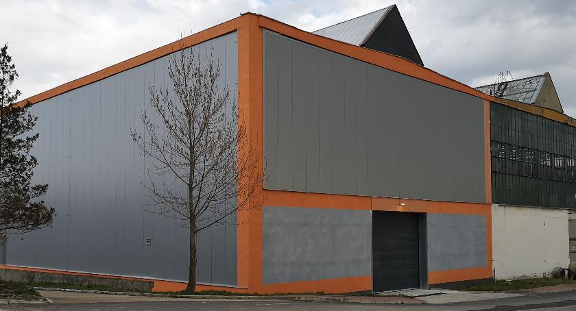 Wyremontowana hala stoi pusta, choć już w ub. roku dokonano uroczystego otwarcia nowego zakładu