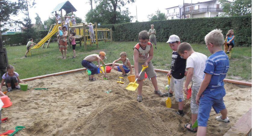 Sprawy społeczne, Rodzice chcą nowego przedszkola - zdjęcie, fotografia