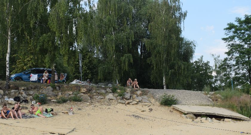Interwencje, Jezioro przypomina czasy - zdjęcie, fotografia