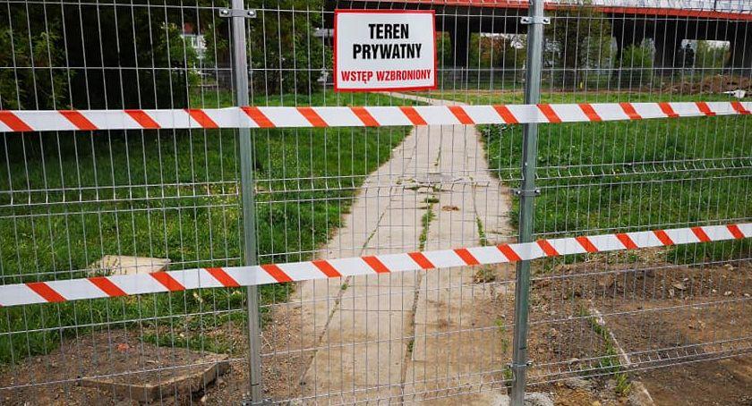 Interwencje, Gmina sprzedała Teren prywatny - zdjęcie, fotografia