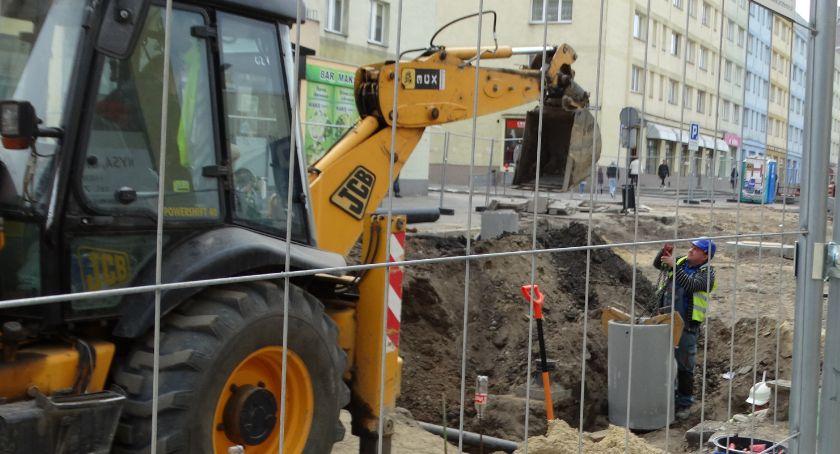 Burmistrz, Stara kanalizacja nowej ulicy - zdjęcie, fotografia