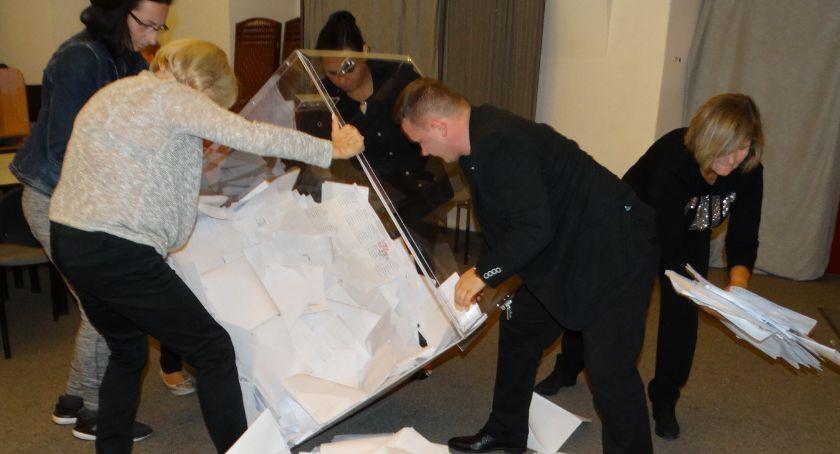 Polityka, niedzielę wybory! - zdjęcie, fotografia