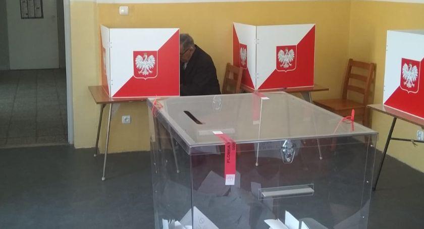 Polityka, głosowały gminy - zdjęcie, fotografia