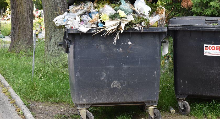 Interwencje, Groby zamiast śmietników - zdjęcie, fotografia