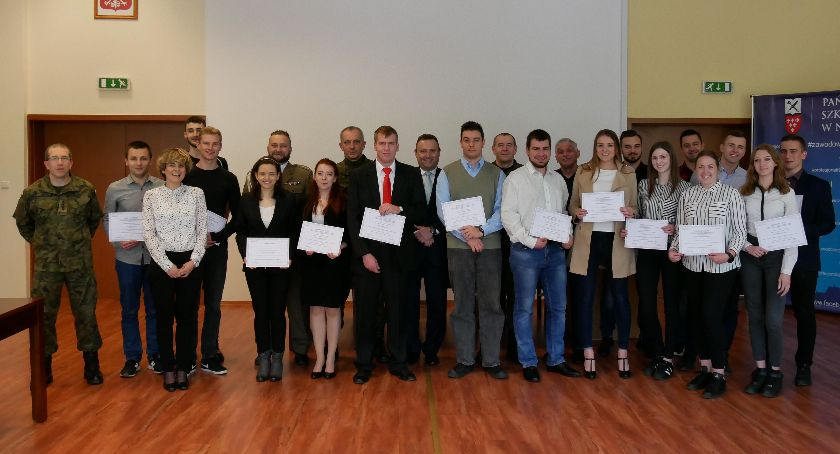 Państwowa Wyższa Szkoła Zawodowa, Studenci baczność! - zdjęcie, fotografia