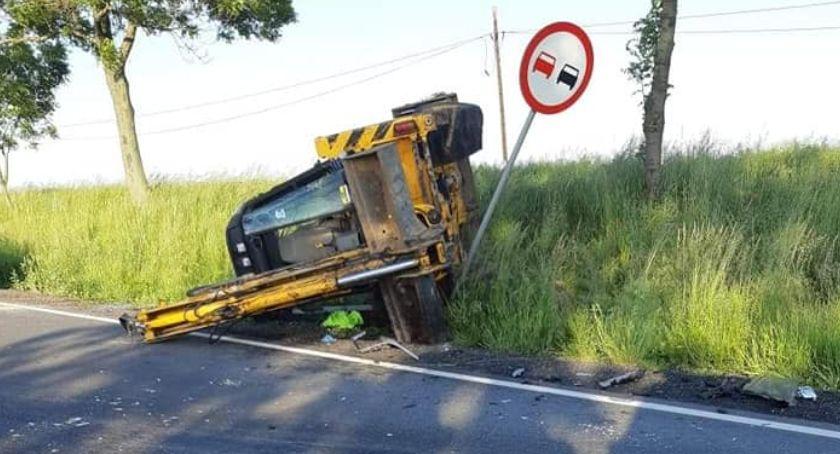 Wypadki, Ciężarówką uderzył koparkę - zdjęcie, fotografia