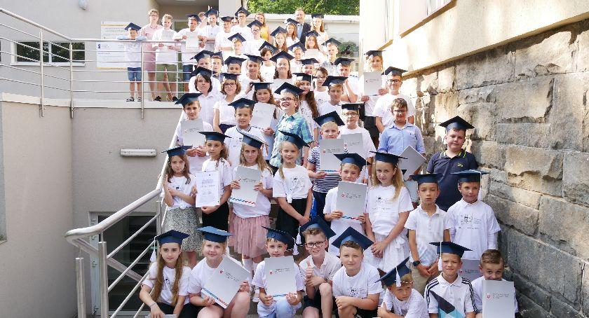 Państwowa Wyższa Szkoła Zawodowa, Nyscy młodzi odkrywcy - zdjęcie, fotografia