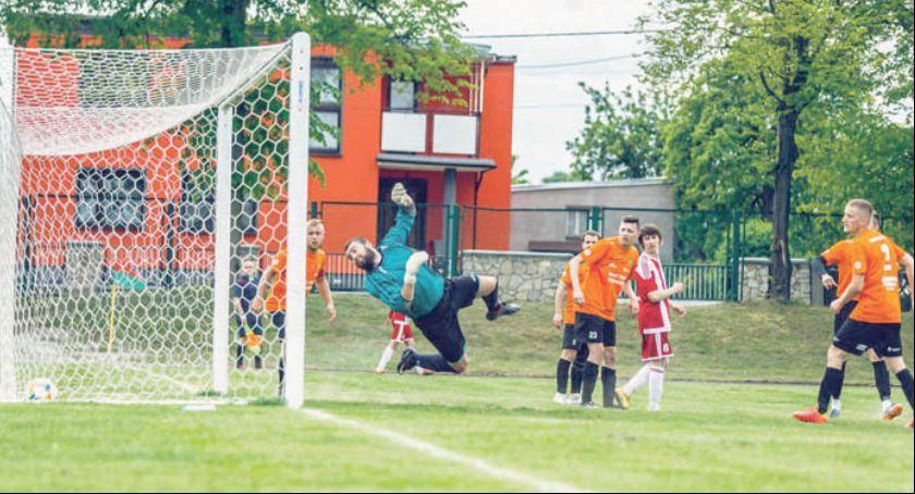 Piłka nożna, Pewny awans Fortuny Głogówek - zdjęcie, fotografia