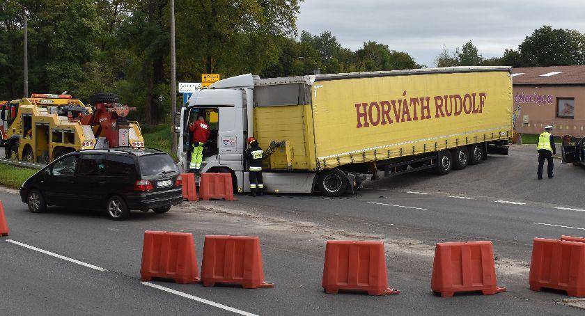 Wypadki, zablokował drogę - zdjęcie, fotografia