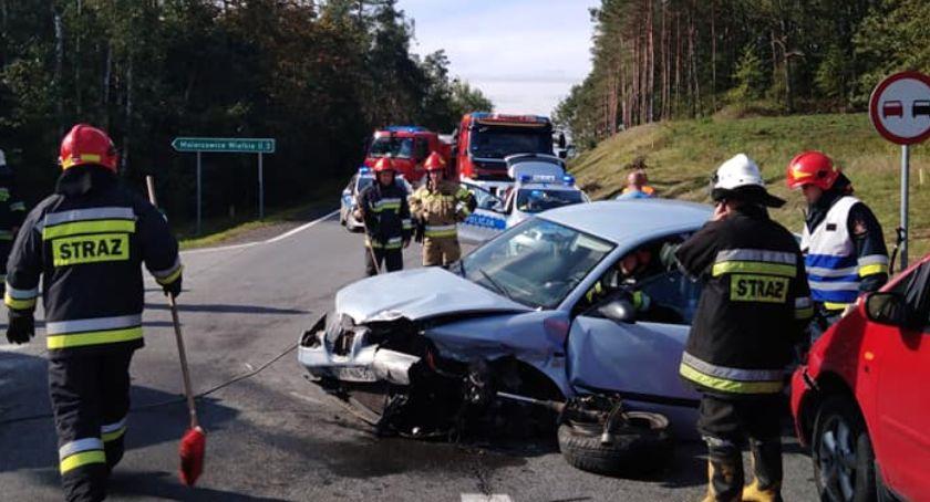 Wypadki, Zderzenie trzech samochodów - zdjęcie, fotografia