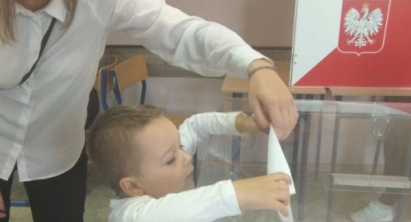 Polityka, Powiat Nyski Czterdzieści procent głosujących - zdjęcie, fotografia