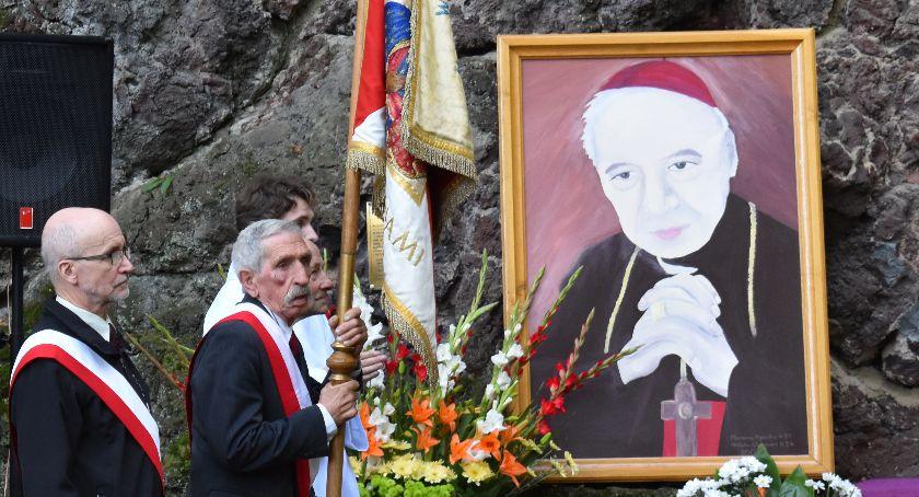 Kościół, Przed beatyfikacją kardynała Stefana Wyszyńskiego - zdjęcie, fotografia