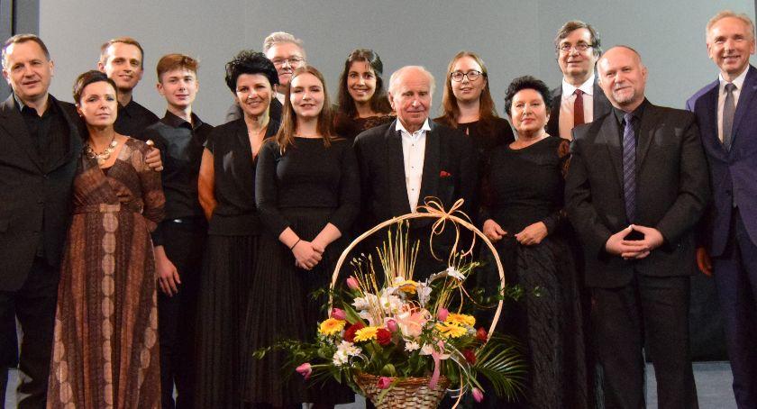 Nyski Dom Kultury, Maestro zagrał hospicjum - zdjęcie, fotografia