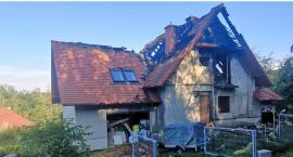 Pożar w Głuchołazach.Nieprzytomna kobieta znaleziona obok płonącego domu