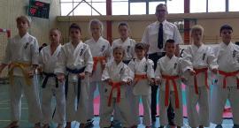 Nysa karate stoi