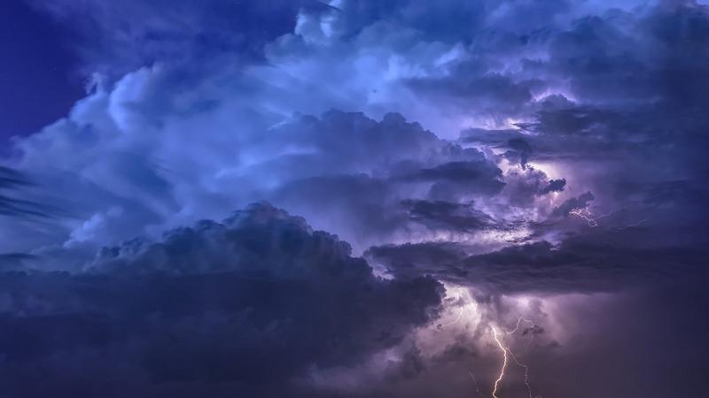 Aktualności, Ostrzeżenie przed burzami obfitym deszczem - zdjęcie, fotografia